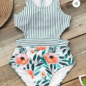 Never worn Cupshe swimsuit!